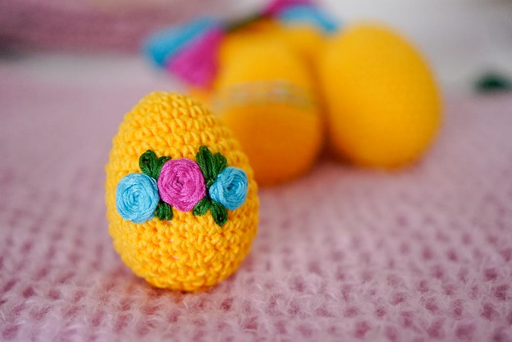 haftowane jajko na szydełku